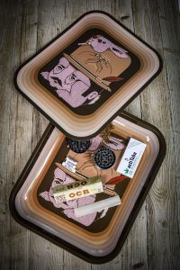 Rolling tray cover auf Holz Bauunterlage Joint Hase Gesicht Hut