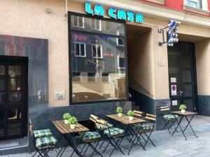 La Casa Shisha Bar München Fenster mit Außenbereich