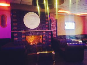 Kamin Loft 44 Lounge Bar Shisha Sofa