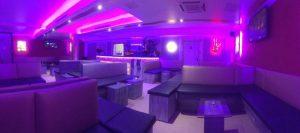 Luna Shisha Bar München Sitzgarnitur lila Licht
