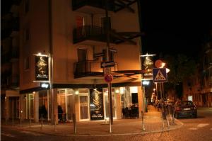 Kreuzung Shisha Bar Eingang Frankfurt Bockenheim Straße Nacht Schilder